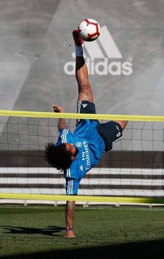 I am pretty sure Marcelo is and will be our legend forever. Can't wait to see him again in his best form under Zidane! Last game he was man of the match for for sure Marcelo Real, Man Of The Match, Last Game, Sport Football, Best Player, Champion, Two's Company, Pretty, Goal