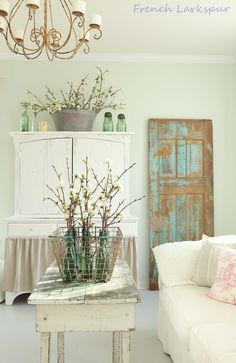 Charming Decor Ideas Found in this Shabby Living Room! See more shabby… Shabby Cottage, Cottage Chic, Vintage Shabby Chic, Shabby Chic Decor, Country Decor, Farmhouse Decor, Interior Desing, Painted Floors, Cool Ideas