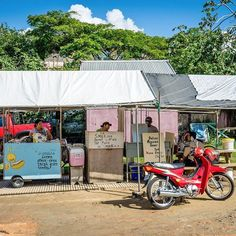 Amid a simple set up on the edge of a muddy parking lot in Placencia can be found by far the best tacos I've ever had in my life at prices so cheap they're practically a steal. Belize Mexican Tacos is a must taste!  #Caribbean #travel #traveling #travelgram #travelingram #photooftheday #picoftheday #westindies #Belize #tacos #food #lunch #breakfast