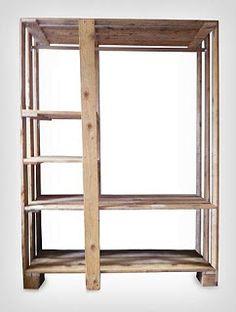 Wandkast van pallethout en steigerplanken, voorraadkast.
