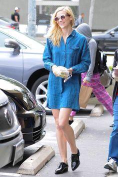 Celebrity Street Style    Picture    Description  Denim Dress     https://looks.tn/celebrity/street-style/celebrity-street-style-denim-dress/