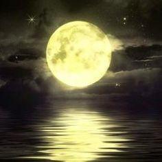 """full moon @ """" Fez a lua para marcar o tempo; o sol conhece a hora do seu ocaso. Moon Moon, Sun Moon Stars, Moon Sea, Tarot Gratis, Yellow Moon, Shoot The Moon, Moon Pictures, Moon Images, Beautiful Moon"""