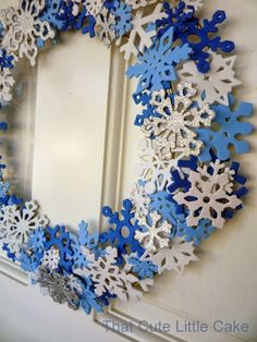 {Frozen Movie Night} Snowflakes Wreath DIY | That Cute Little Cake