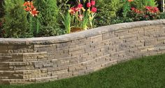 Retaining wall with gentle curve