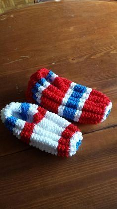 Items similar to ultra confo slipper inspiration from the Canadians-hockey local or visitor on Etsy Knitting Paterns, Loom Knitting, Baby Knitting, Crochet Amigurumi, Knit Or Crochet, Crochet Baby, Beaded Bracelet Patterns, Beading Patterns, Crochet Patterns