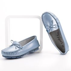Leather moccasins is a real hit when it comes to the spring and summer season. Footwear made of leather, has great strength and can be used for many years. The shoes are Leather Moccasins, Leather Loafers, Bow Season, Types Of Heels, Loafers For Women, Natural Leather, Spring Summer Fashion, Footwear, Flats