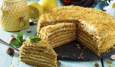 Co takhle ohromit celou vaši rodinu klasickým dezertem v podobě medovníku? Jeho příprava se možná zdá komplikovaná, ale už po prvním kroku zjistíte, že tomu tak není. Když se budete držet postupu, dostanete tímto dortem své příbuzné do kolen! European Cuisine, Christmas Sweets, Thing 1, Cornbread, Tiramisu, Cake Decorating, Recipies, Food And Drink, Baking