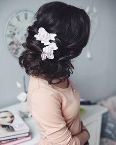 Tonya Pushkareva Long Wedding Hairstyle for Bridal via tonyastylist / http://www.himisspuff.com/long-wedding-hairstyle-ideas-from-tonya-pushkareva/9/