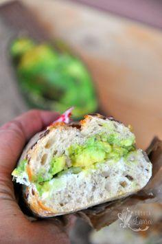 Sandwich cu avocado si castravete via @casutalaurei, un aperitiv delicios si rapid cu ingrediente proaspete