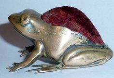 EDWARDIAN SILVER NOVELTY FROG PIN CUSHION BIRMINGHAM - 1907.