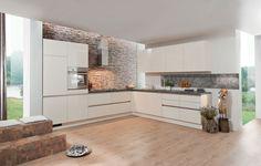 Comment définiriez-vous cette cuisine ?  Blanche, spacieuse, __________ Complétez ! :)