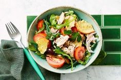 Tuna panzanella salad Clean Eating Recipes, Lunch Recipes, Healthy Eating, Healthy Recipes, Retro Recipes, Ethnic Recipes, Best Oatmeal Cookies, Braised Cabbage, Cooking With Olive Oil