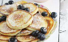 Prosty przepis na  placki z serków waniliowych. To przepis na placki, które szykujesz w pięć minut. Placki z kremowym serkiem o smaku waniliowym są najlepsze na śniadanie dla dzieci. To też zdrowe placuszki!