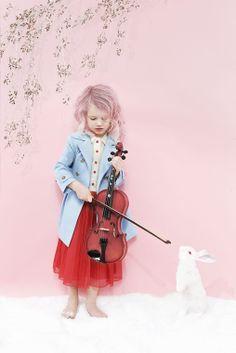 Skarp Agent - Karolina Henke - All - 18089 red tulle skirt violin rabbit bunny pink hair trench coat kid style