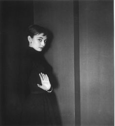 Portrait of Audrey Hepburn. Photo by Cecil Beaton, c. Audrey Hepburn Born, Audrey Hepburn Photos, English Fashion, Cecil Beaton, Vogue, Portraits, British Actresses, Hollywood Actresses, Timeless Beauty