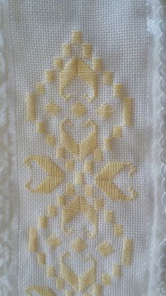 Hand Embroidery Flowers, Types Of Embroidery, Learn Embroidery, Embroidery Patterns, Swedish Weaving, Hardanger Embroidery, Satin Stitch, Embroidery Techniques, Blackwork