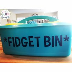 Fidget bin for those busy Grade Thoughts: 5 Simple & Kid-Approved Hand Fidgets 3rd Grade Classroom, Classroom Behavior, Special Education Classroom, Future Classroom, Autism Classroom, Fidget Toys Classroom, Kids Education, Behaviour Management, Classroom Management