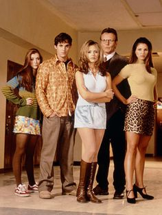 Buffy the Vampire Slayer - Promo shot of Sarah Michelle Gellar, Anthony Stewart Head, Alyson Hannigan, Nicholas Brendon & Charisma Carpenter Charisma Carpenter, Buffy Summers, Michelle Trachtenberg, Sarah Michelle Gellar, David Boreanaz, Alyson Hannigan, Nostalgia, Throwback Thursday, Gossip Girl