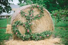 18 Wedding Floral Ideas That Have That 'Wow' Factor - Need a hay bale.