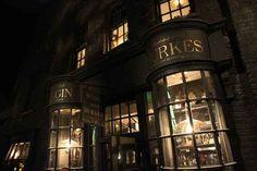 Borgin and Burkes Harry Potter World, Theme Harry Potter, Harry Potter Aesthetic, Harry Potter Love, Harry Potter Fandom, Harry Potter Diagon Alley, Slytherin Aesthetic, Universal Studios Florida, Universal Orlando
