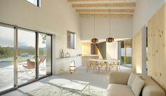 #Comedor #Salon #Escalera #moderno #casas via @planreforma #mesas de comedor #sofas #barras de cocina #madera #microcemento #sillas #render-maqueta #doble altura #alfombradiseñado por Albert Brito. Arquitectura | Arquitecto
