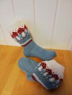 Soppelesten Christmas Stockings, Holiday Decor, Home Decor, Threading, Needlepoint Christmas Stockings, Decoration Home, Room Decor, Christmas Leggings, Home Interior Design