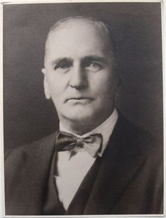 This Day in History: Jan 9, 1871: Eugène Marais, S.A. poet, writer, lawyer and naturalist, is born  http://dingeengoete.blogspot.com/ http://www.antiquarianauctions.com/img_tmp/img/lots/1334262266_Maraisportrait.jpg650650b.jpg