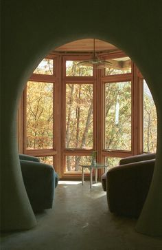Favorite reading nook — This nook, cantilevered off the dome, was originally planned as a breakfast area, but is now a favorite spot for reading.