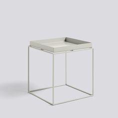 """Der """"Tray Table"""" besteht aus einem pulverbeschichteten stabilem Stahlrahmen und einem abnehmbaren Tablett."""