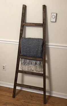 Ideas For Vintage Bedroom Decor Diy Blanket Ladder Wood Ladder Shelf, Rustic Blanket Ladder, Rustic Blankets, Quilt Ladder, Rustic Ladder, Ladder Decor, Wooden Ladder, Rustic Shelves, Vintage Bedroom Decor