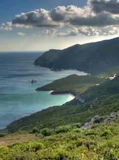 Arrabida  Portugal. O Parque Natural da Arrábida estende-se por uma área de 10.800 hectares, abrangendo áreas dos concelhos de Setúbal, Palmela e Sesimbra.