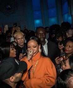 Mode Rihanna, Rihanna Love, Rihanna Riri, Rihanna Style, Dibujos Tumblr A Color, Rihanna Outfits, Images Esthétiques, Memes Br, Bad Gal