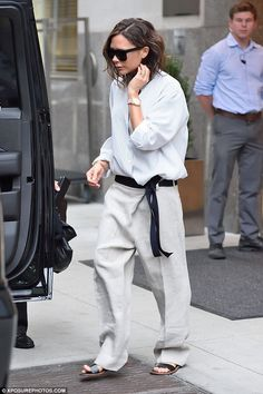 Victoria Beckham Here is an example of a great way to . - Victoria Beckham Here is an example of a great way that …, - Mode Style, Style Me, Vic Beckham, Victoria Beckham Style, Victoria Beckham Fashion, Victoria Beckham Collection, Victoria Beckham Outfits, Look Street Style, Outfits Mujer