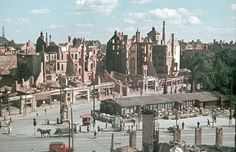 HANNOVER * 1944 das ausgebrannte Cafe Kröpcke wird durch eine Baracke ersetzt hanover germany