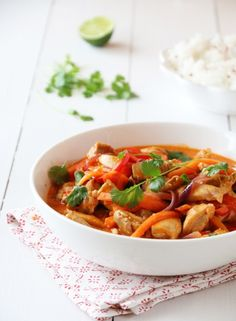 kylling i curry A Food, Food And Drink, Curry Recipes, Thai Red Curry, Crockpot, Nom Nom, Chicken Recipes, Turkey, Yummy Food