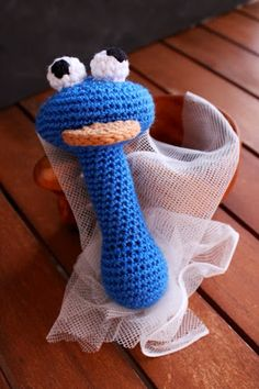 Not 2 late to craft: Monstre de les galetes de ganxet Cookie monster crochet rattle