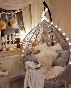 Home design for awesome hanging chairs A new concept for the use of hanging chai Girl Bedroom Designs Awesome chai Chairs Concept design Hanging Home Cute Room Ideas, Cute Room Decor, Teen Room Decor, Room Ideas Bedroom, Girl Bedroom Designs, Bedroom Decor, Cool Chairs For Bedroom, Aesthetic Room Decor, Cozy Room