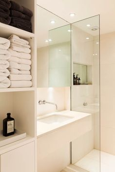 A clean minimal bath for small bathrooms. Contemporary Duplex in London | Rue