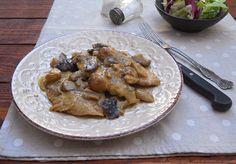 Le scaloppine ai funghi sono un secondo piatto semplice da realizzare e davvero sfizioso. Potete utilizzare indifferentemente carne di pollo o di vitello