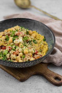 Hummus-Bowl mit Tabouleh #rezept #vegan #kichererbsen #hummus #vegetarisch #couscous #bowl #schnell #einfach #mealprep