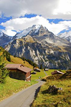 Hiking in Lauterbrunnen Valley, Switzerland (by Milk of Paradise).