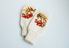 Hand Knitted  white fingerless GLOVES with FELTED by MySunsetColor