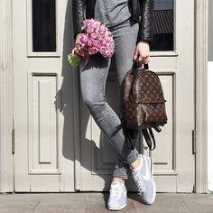 LV new bag Louis Vuitton new handbags. LV new bag Louis Vuitton new handbags. New Louis Vuitton Handbags, Louis Vuitton Backpack, New Handbags, Burberry Handbags, Burberry Bags, Tote Handbags, New York Fashion, High Fashion, Women's Fashion