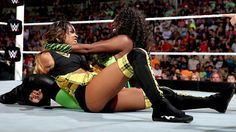 Naomi put Cameron in an awesome submission