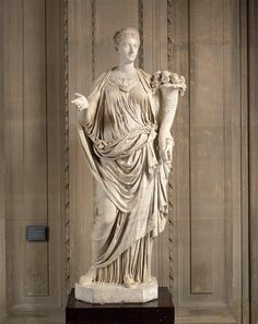 Vibia Sabina, wife (and cousin) of Emperor Hadrian, Roman statue (marble), 2nd century AD, (Musée du Louvre, Paris).