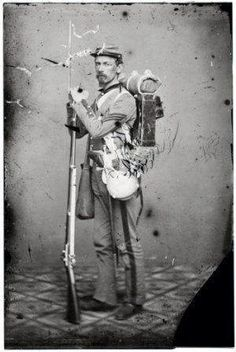 Typical Civil War Soldier - he carried about 40 pounds while on the march - canteen for water, haversack for food and knapsack for sleeping/personal items. The cap box, cartridge box, bayonet and musket or rifle were all for fighting. Confederate States Of America, America Civil War, Historia Universal, Civil War Photos, Le Far West, Military History, Military Art, Military Deployment, Interesting History