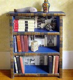 Blog about recycling old books into cool furniture pieces!