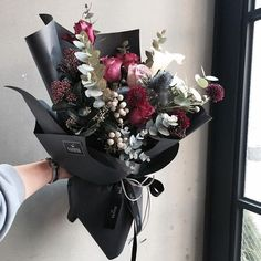 This floral arrangement is so modern. This would look beautiful sitting on the table at our graduation party. How To Wrap Flowers, Fresh Flowers, Beautiful Flowers, Black Flowers, Pink Flowers, Wedding Bouquets, Wedding Flowers, Hand Bouquet, Bouquet Flowers