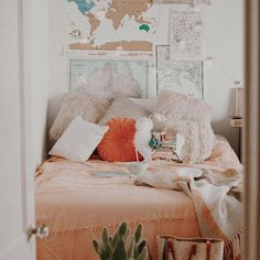 Cozy Urban Outfitters Styled Bedroom Home Decor Ideas // Orange Cozy Bedroom, Bedroom Inspo, Bedroom Decor, Modern Bedroom, Bedroom Ideas, Dream Rooms, Dream Bedroom, Urban Outfitters Room, Cosy Home