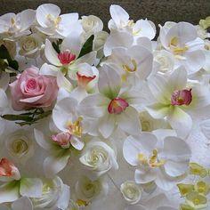 Humm dá para acreditar que são flores com açúcar?  Sim.. são da @user que estara no Salão Casamoda Noivas / Mais! !Convites à venda no site www.casamoda.com.br